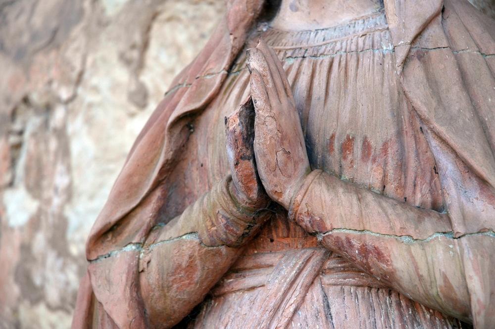 mary's hands pray.JPG