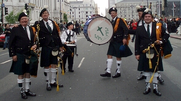 Photo courtesy of Bill Driscoll The Irish Tradition Pipe Band at the San Francisco St. Patrick's Day Parade (2007)