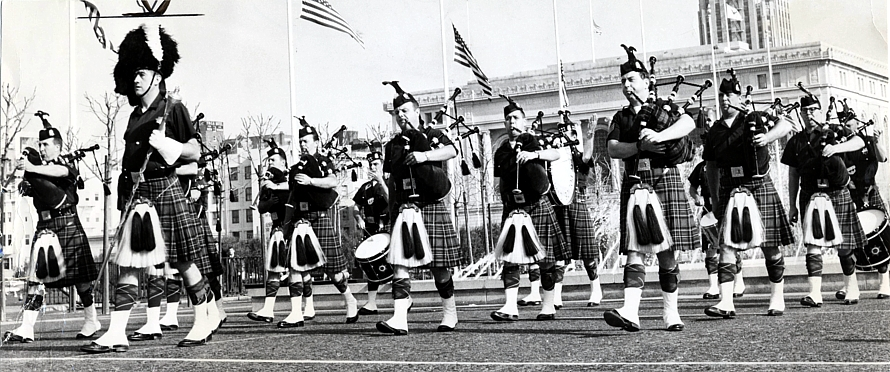 Reprinted with permission from the SAN FRANCISCO HISTORY CENTER, SAN FRANCISCO PUBLIC LIBRARY San Francisco Police Pipe Band (21 Dec 1963)