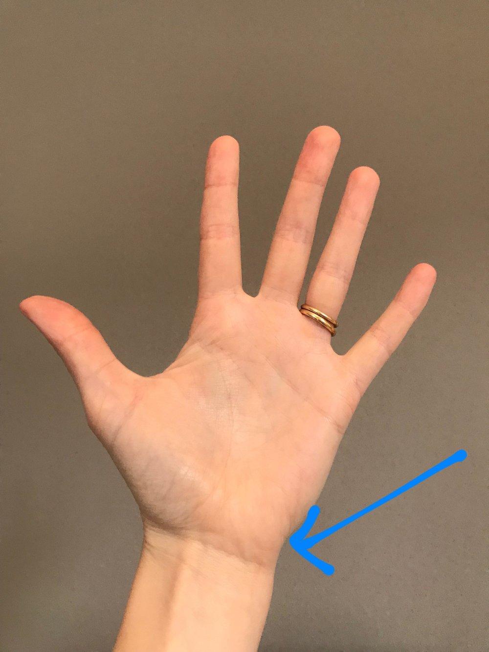 crack wrist when rotating it