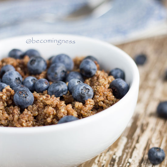 chocolate-blueberry-breakfast-quinoa