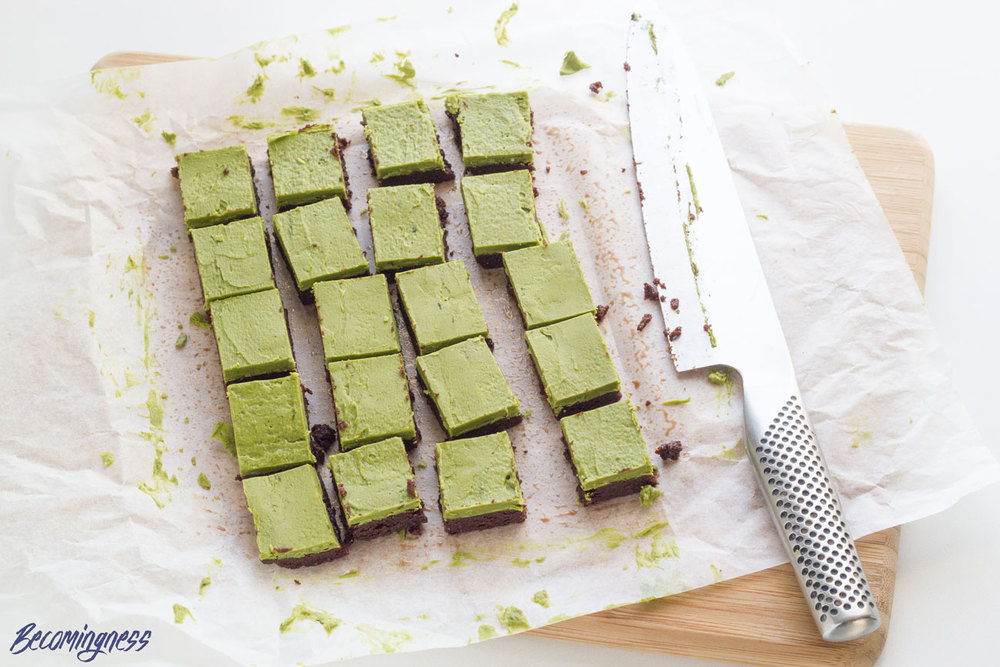 Raw-Matcha-Brownies-chocolate-roundup