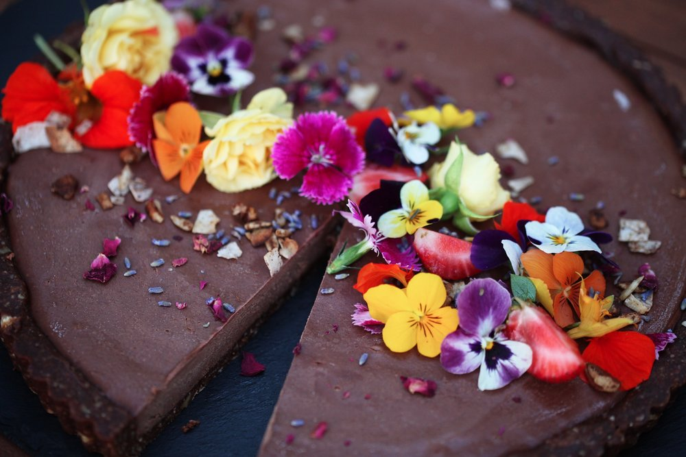 friday_foodie_elisha_yarrington_Superfood_Raw_Strawberry_Chocolate_Tart