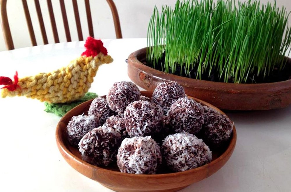 15-must-have-raw-desserts-for-the-holiday-season-raw-cacao-balls