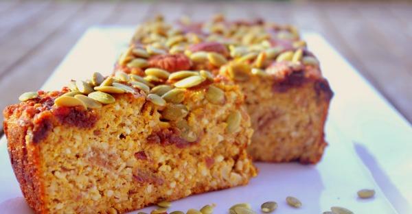11-healthy-easy-breakfast-recipes-pumpkin-date-almond-loaf