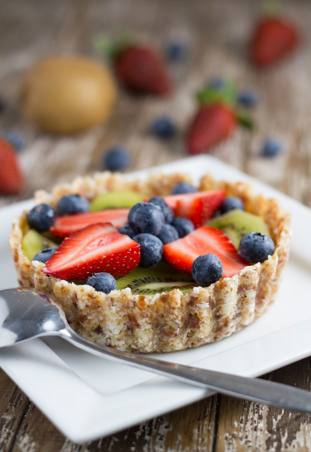 20-healthy-easter-dessert-recipes-raw-fruit-tart