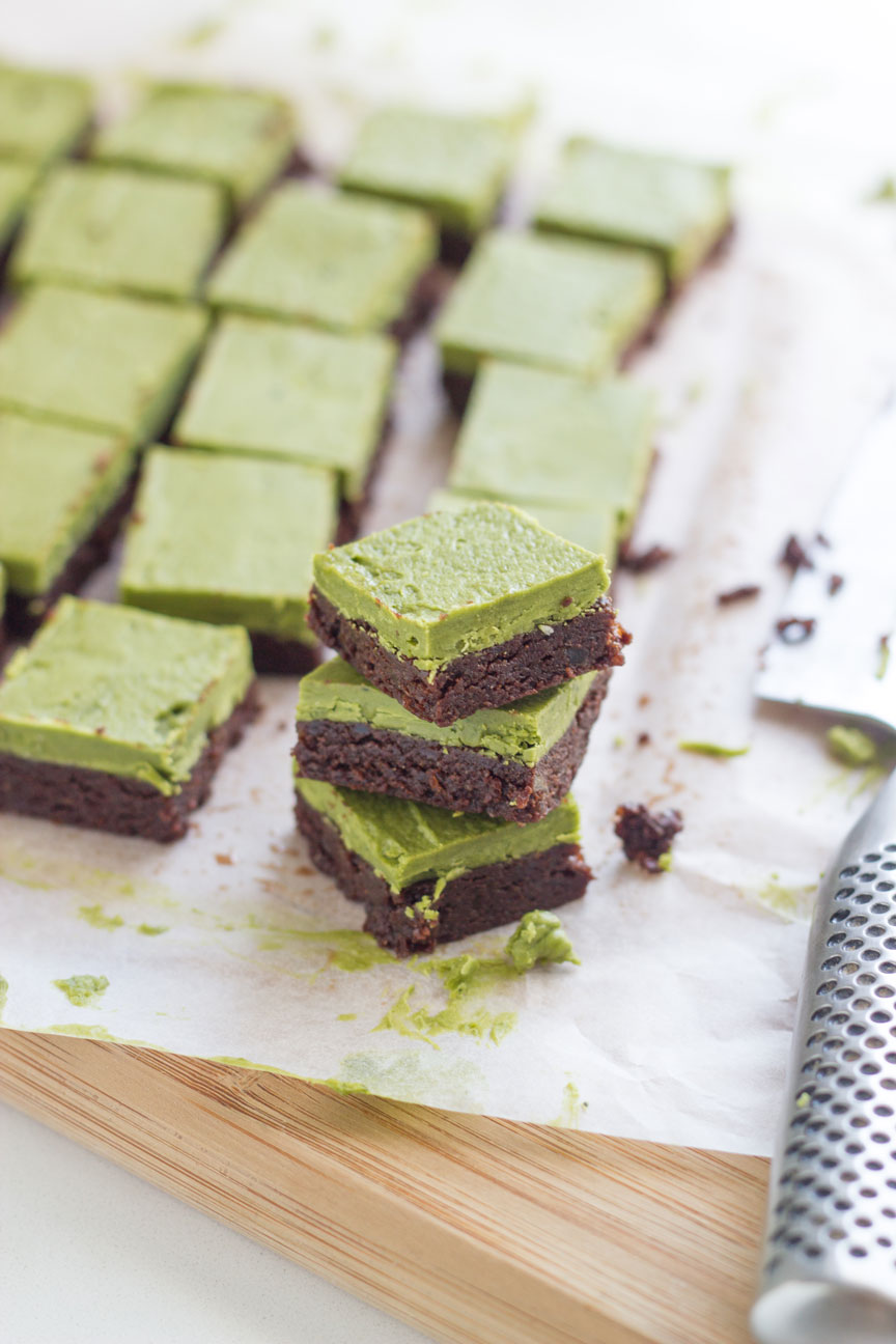 20-healthy-easter-dessert-recipes-raw-matcha-brownies
