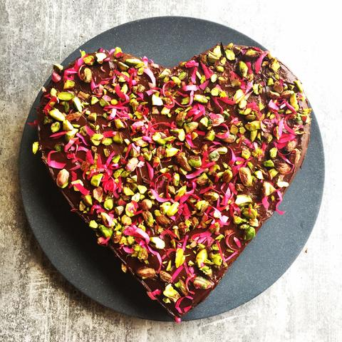 beautiful-and-healthy-recipes-to-make-your-mum-on-mothers-day-beetroot-chocolate-cake