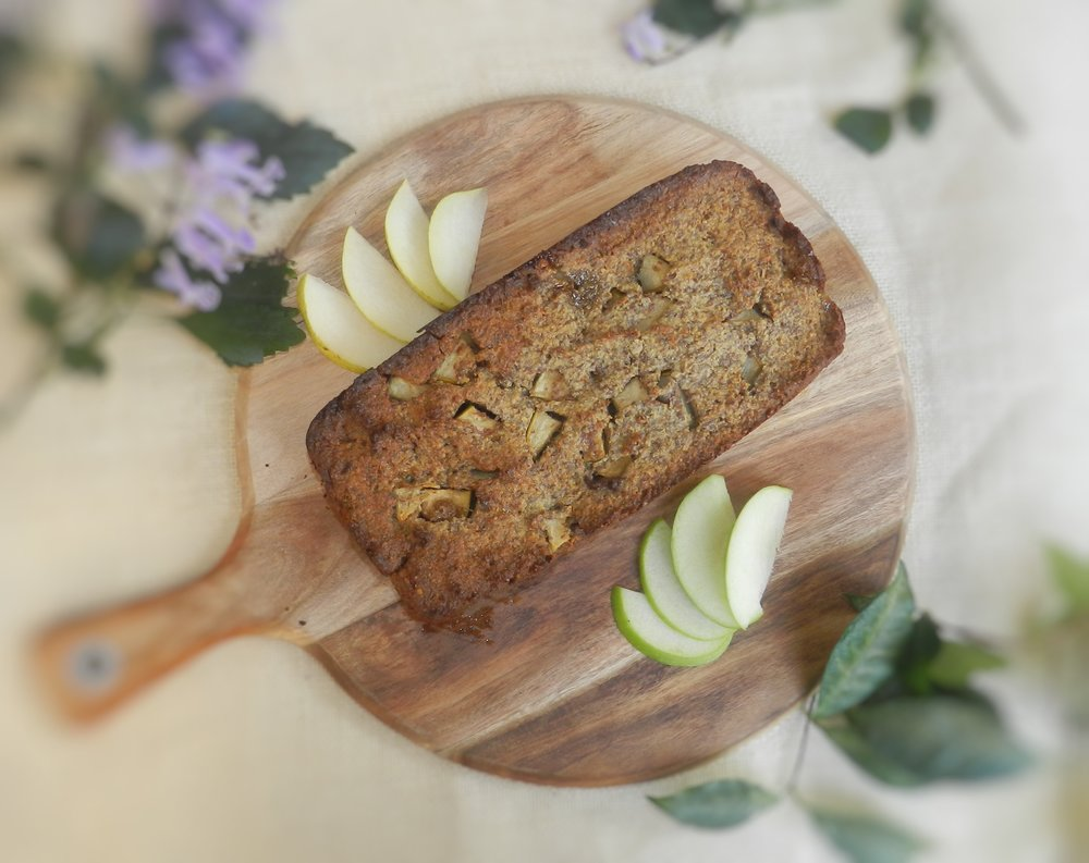 beautiful-and-healthy-recipes-to-make-your-mum-on-mothers-day-apple-pear-cinnamon-loaf
