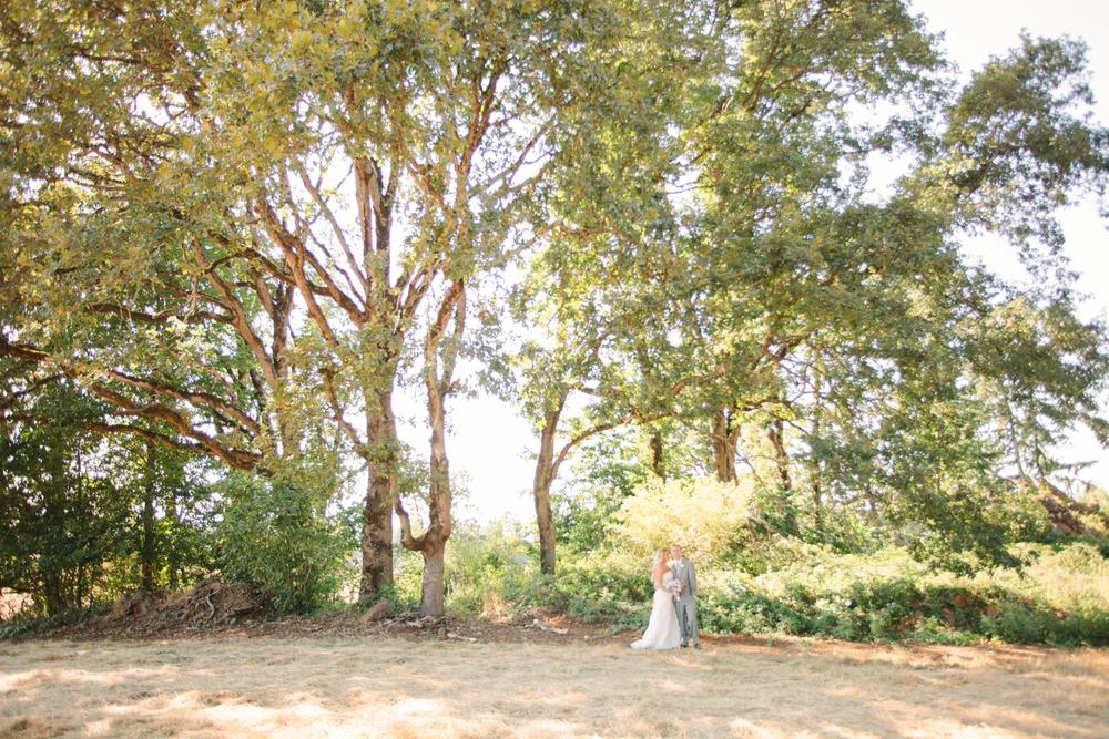 Romantic-Oregon-Wedding-in-the-Woods-16