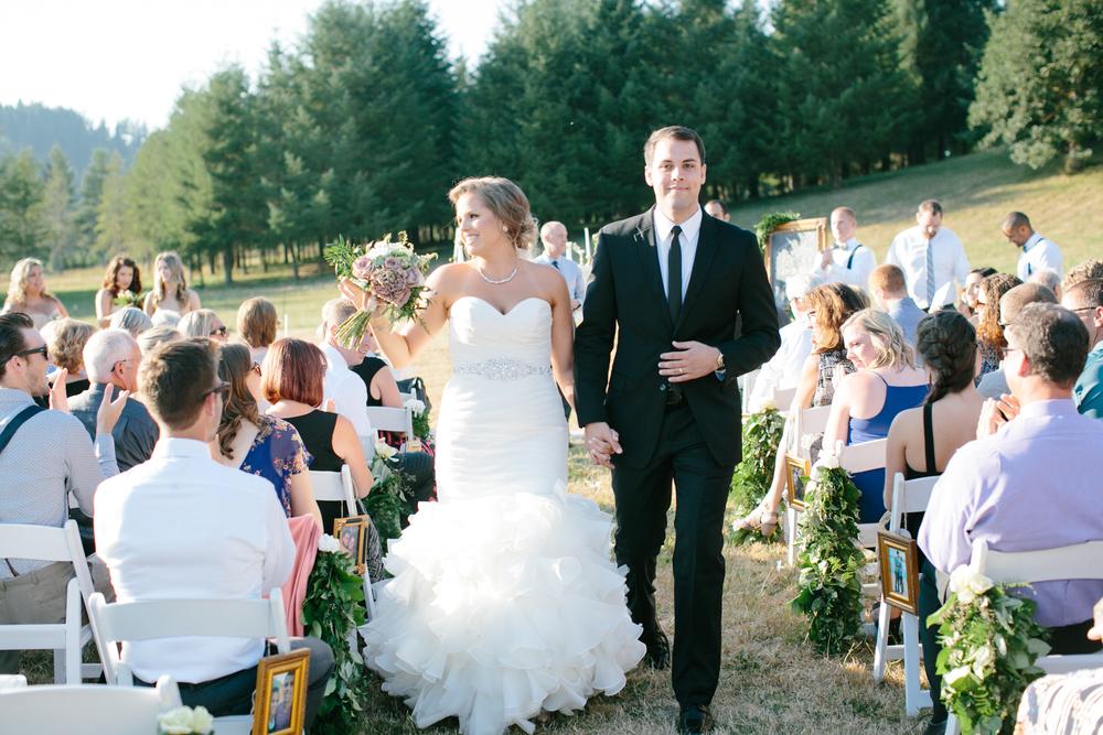 Oregon Barn Wedding by Michelle Cross-10.jpg