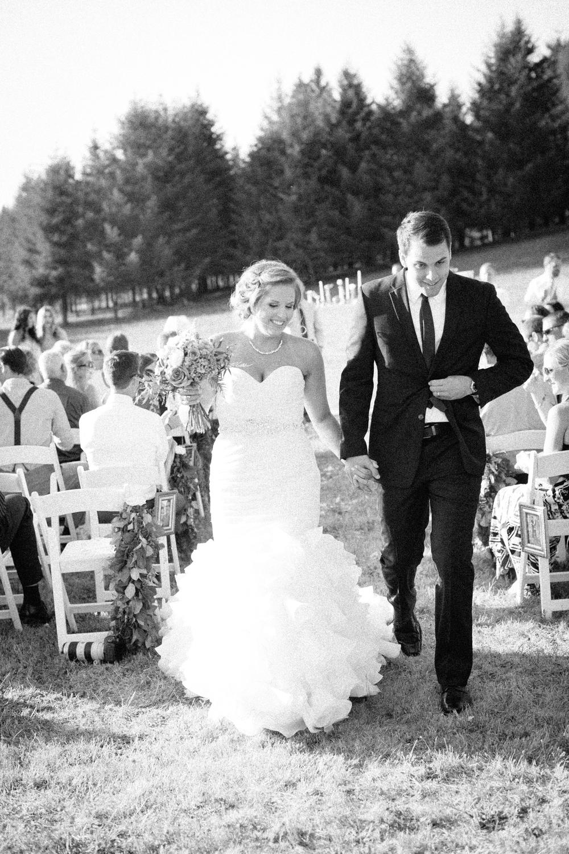 Oregon Barn Wedding by Michelle Cross-13.jpg