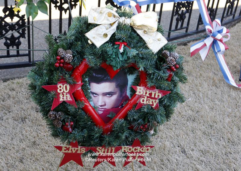 Elvis Grave 18.JPG