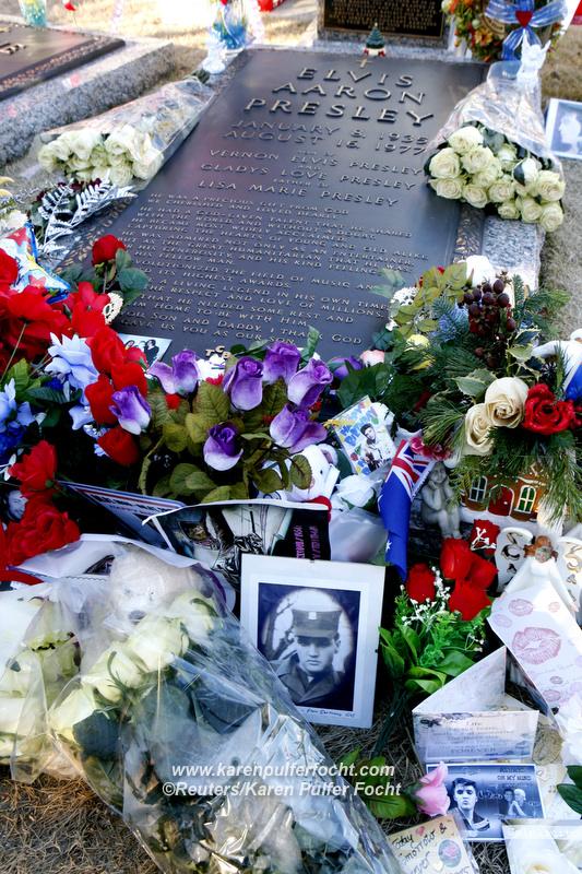 Elvis Grave13.JPG