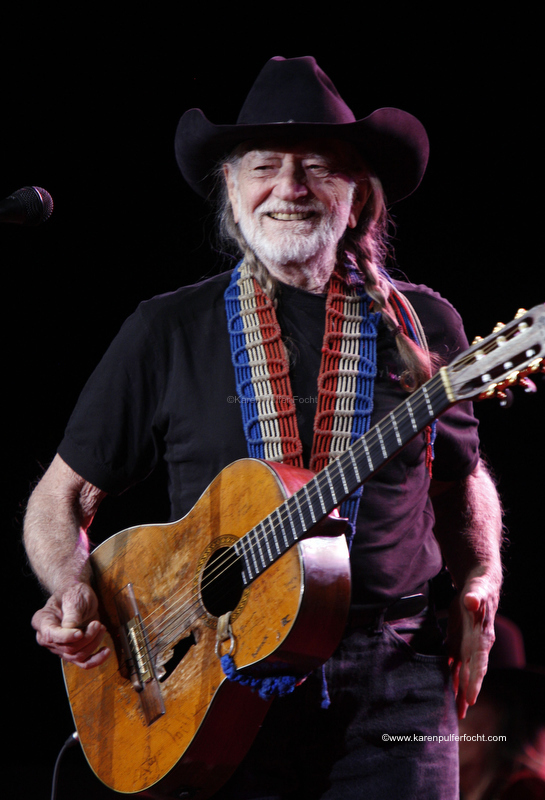 © Focht-Willie Nelson Tunica 2012.JPG