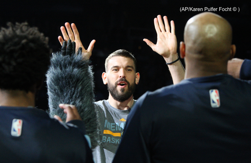 Marc Gasol High Five.JPG