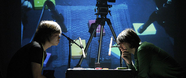 佛打架-Christiaan Virant and Zhang Jian face off over a chessboard of Buddha Machines at Sonar 2007. Photo courtesy of Sonar.jpg