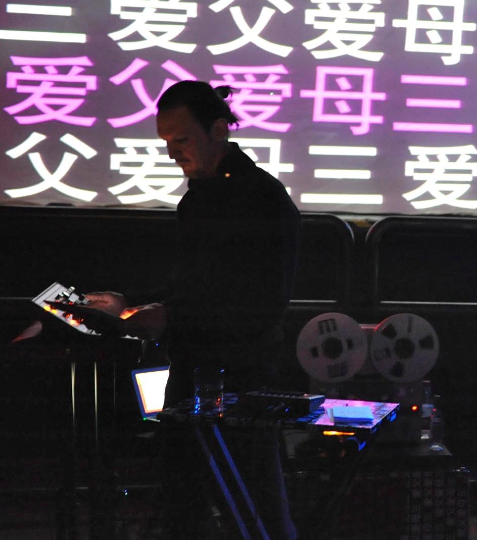 Christiaan Virant preforming live.jpg