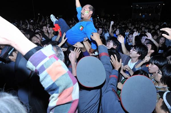 生命之饼演出当晚年纪最大的歌迷2.jpg