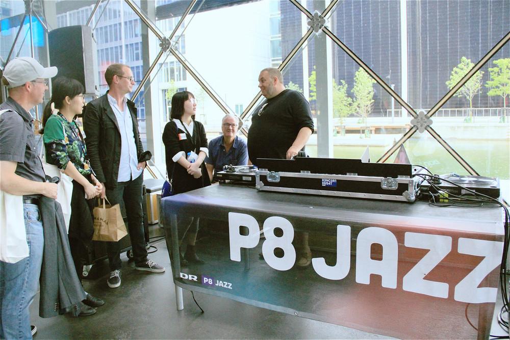 遇见正在制作节目的Master Fatman,他也是昨日DR大乐队演出的主持。