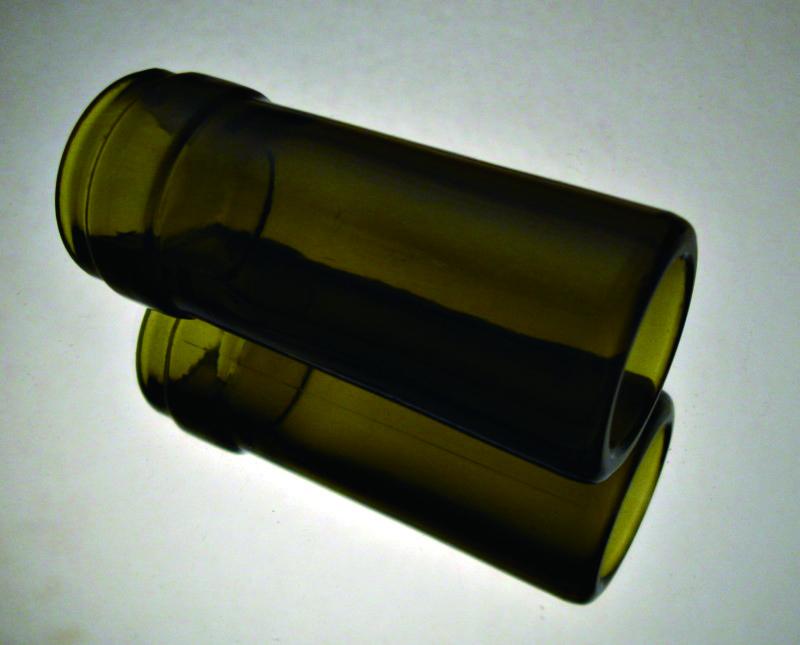 酒瓶的瓶口是常用的滑弦的工具