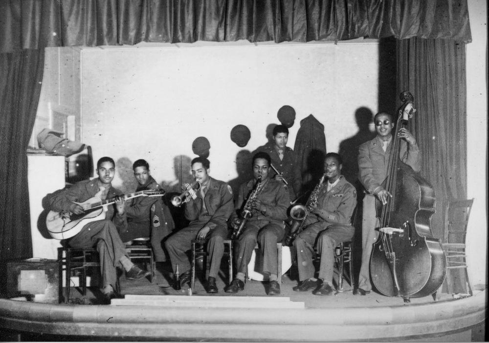 American soldiers in GI Band, late 1940s(在Gl Band的美国士兵,1940年代末期)