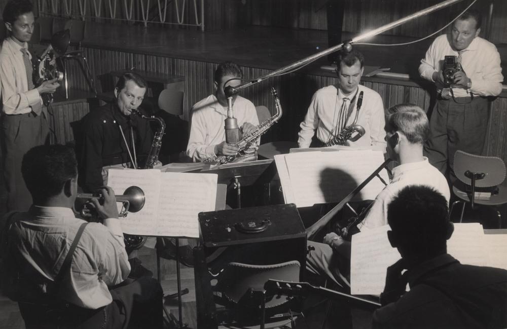 Hans Koller, Albert Mangelsdorff, recording session, mid 1950s(Hans Koller、Albert Mangelsdorff在录音,1950年中期)