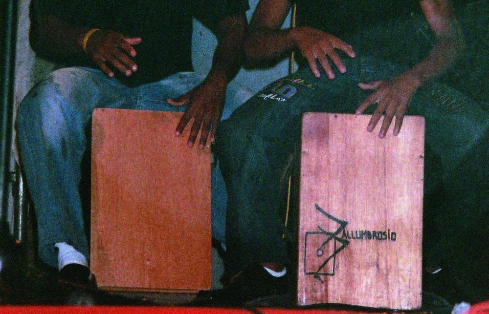 cajón,木箱鼓,或称鼓箱,是一种箱状的木质打击乐器