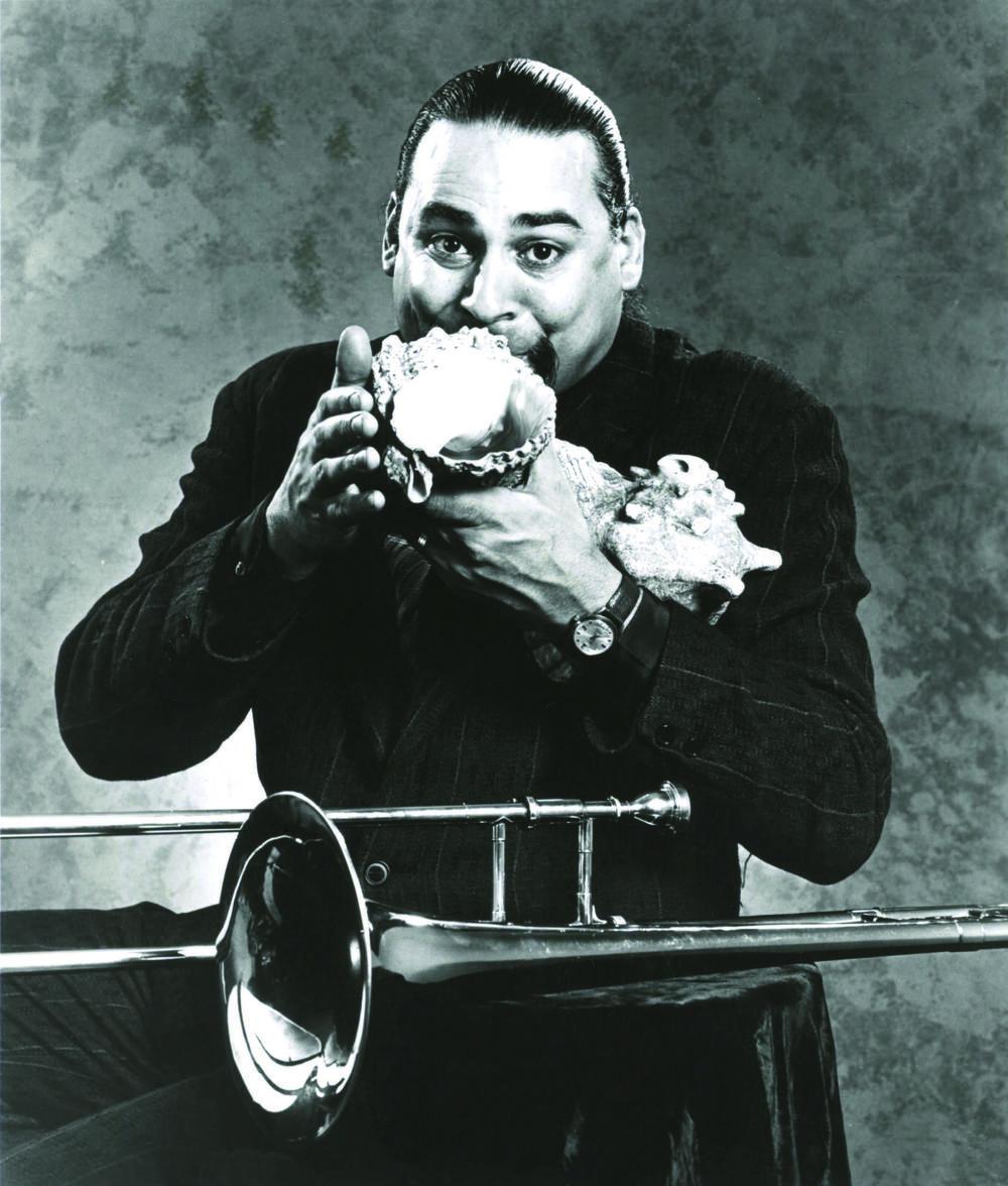 Steve Turre 史蒂夫·图雷(1948- ),美国爵士长号手,贝壳演奏的先驱