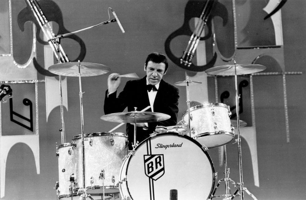 Buddy Rich(1917 - 1987),美国爵士大乐队的领队和鼓手。