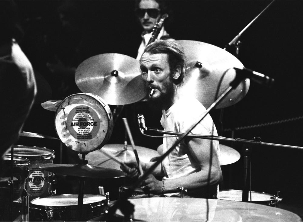 Ginger Baker(1939 - ),英国鼓手,Cream乐队创始人。