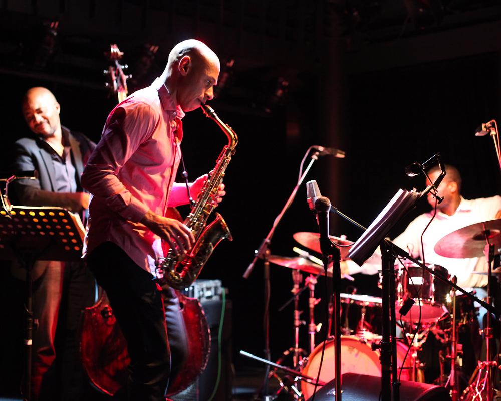 Joshua Redman(1969 - ),美国爵士萨克斯手。
