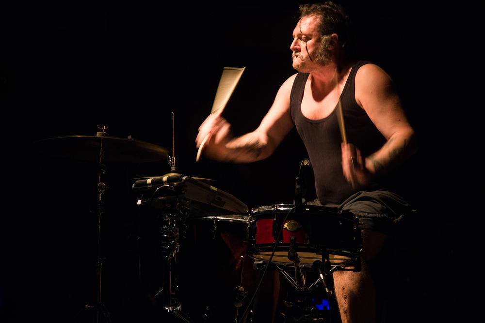 第三届明天音乐节5月11日 第二场 意大利OvO-Bruno Giuseppe能把极为精简的鼓设备打出全套金属感.jpg