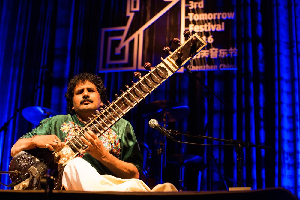 西塔琴演奏家 Pandit Narendra Mishra.jpg