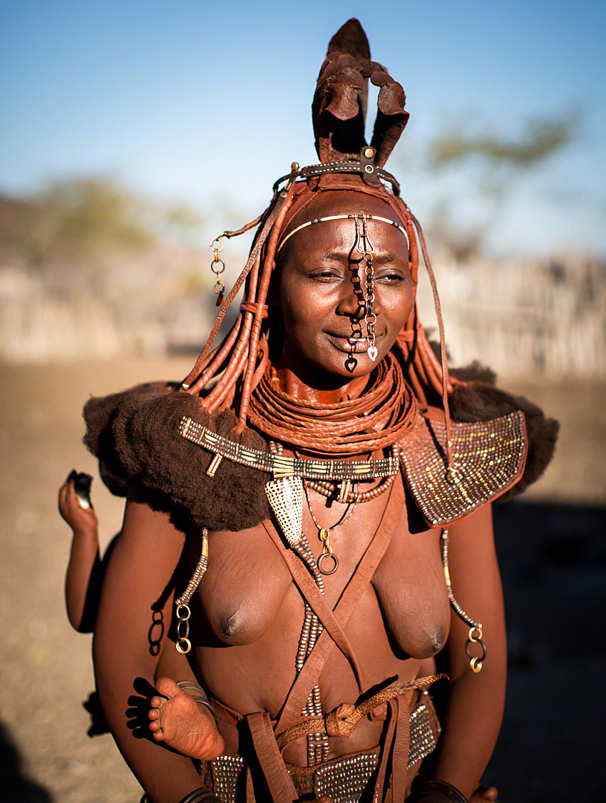 The typical and iconic look of the Himba ladies  -  Canon 5D mkiii, 50mm,  f2.0, 1/2500, ISO125
