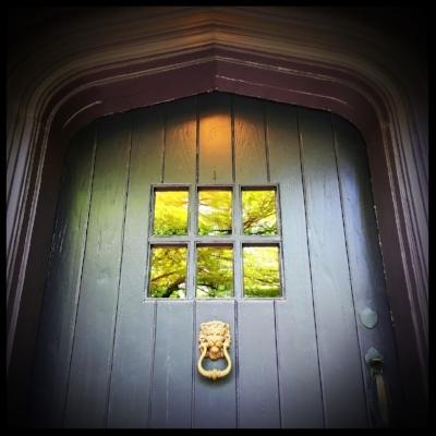 door-knocker-2386541_1280.jpg