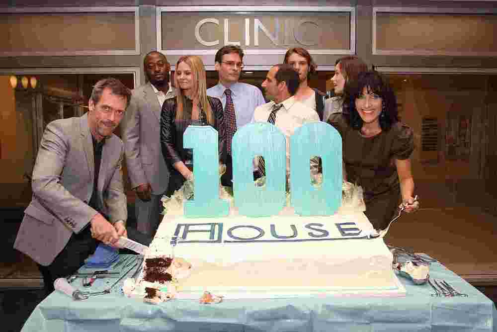 House_MD_100th_Episode_Party_house_md_2894558_2560_1711_355422.jpg