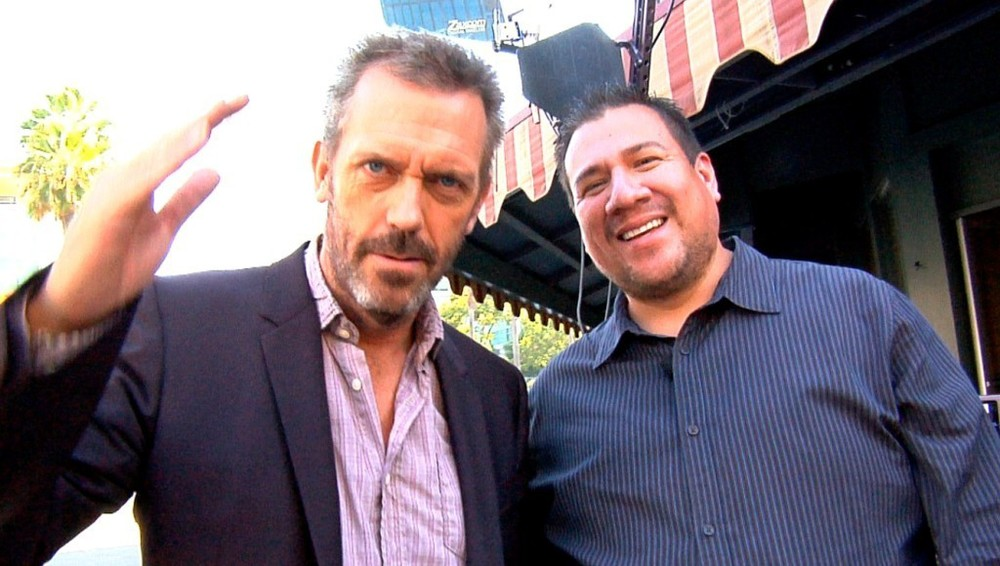 hugh-laurie-and-juan-carlos-cisneros-hugh-laurie-26477446-1024-580.jpg