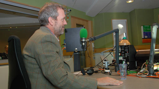 hugh-laurie-in-the-studios-graham-norton-19-11-2011-hugh-laurie-28224296-512-288.jpg