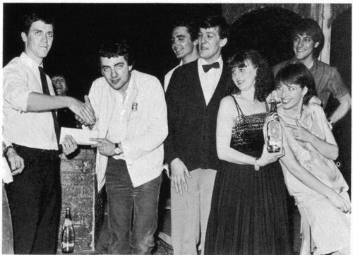 hugh-laurie-being-presented-the-perrier-comedy-award-by-rowan-atkinson-emma-thompson-stephen-fry-hugh-laurie-30845874-500-361.jpg