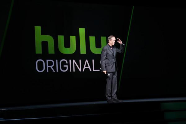 Hugh+Laurie+2016+Hulu+Upftont+Presentation+0MO7892Ec8Bl.jpg