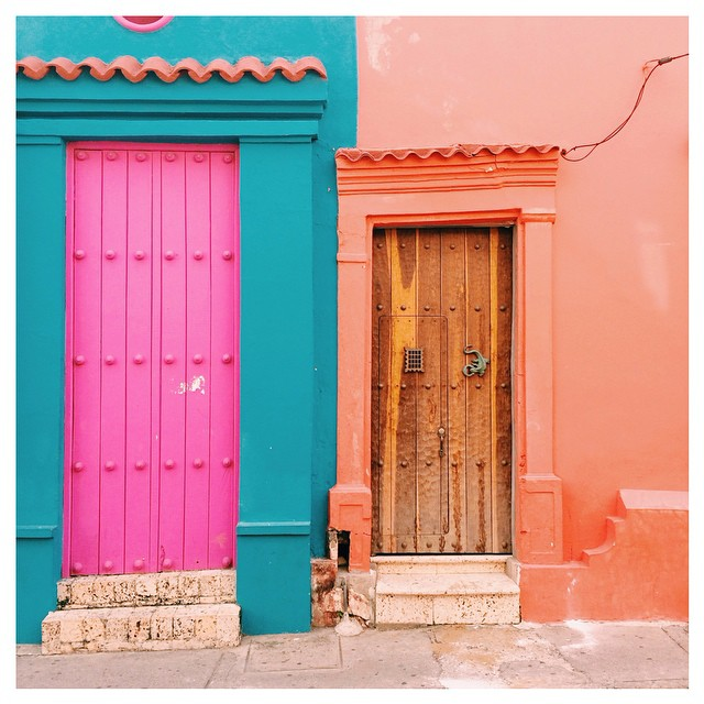 Every doorway in Cartagena is photo worthy 📷🚪#colombia