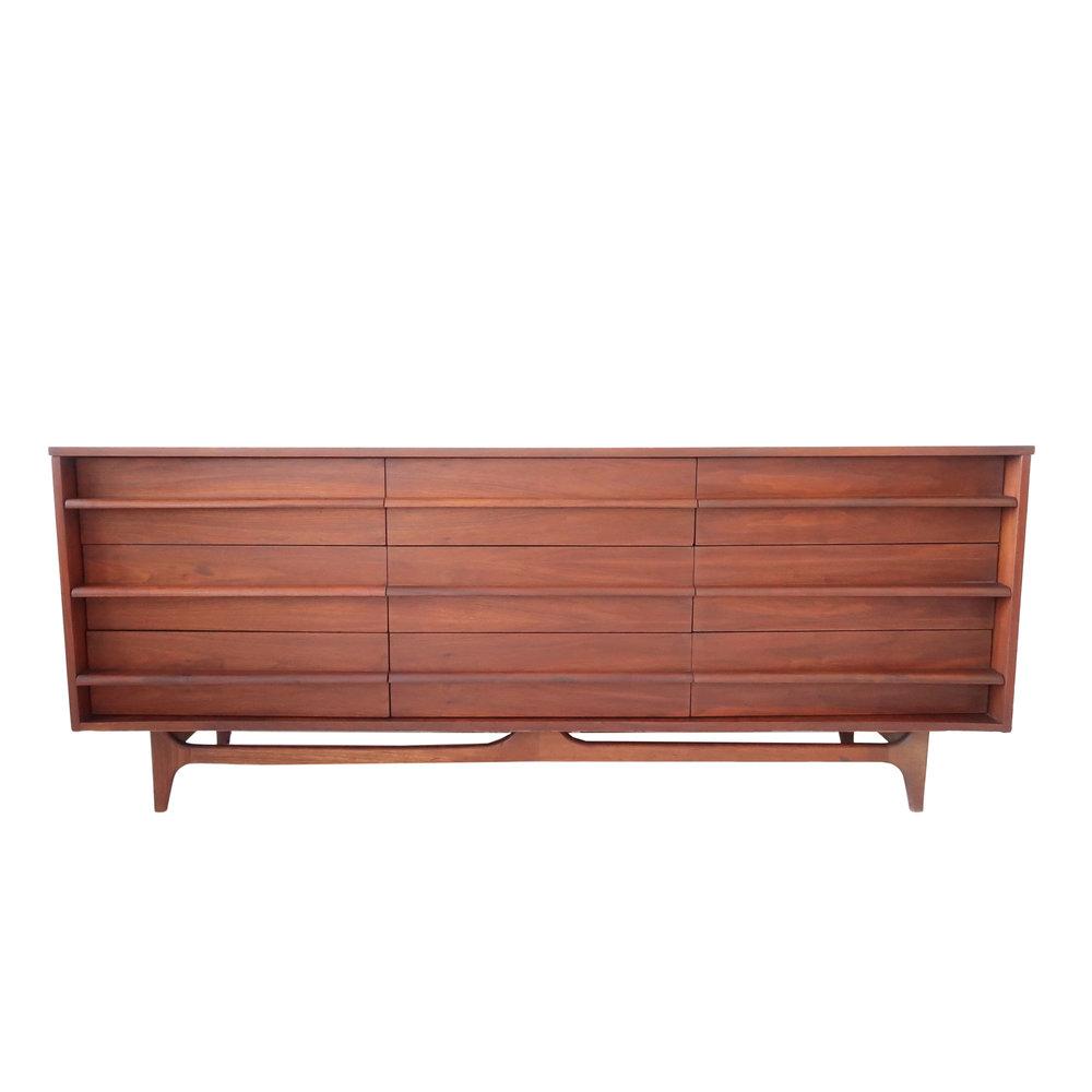 vintage 9 drawer dresser .jpg