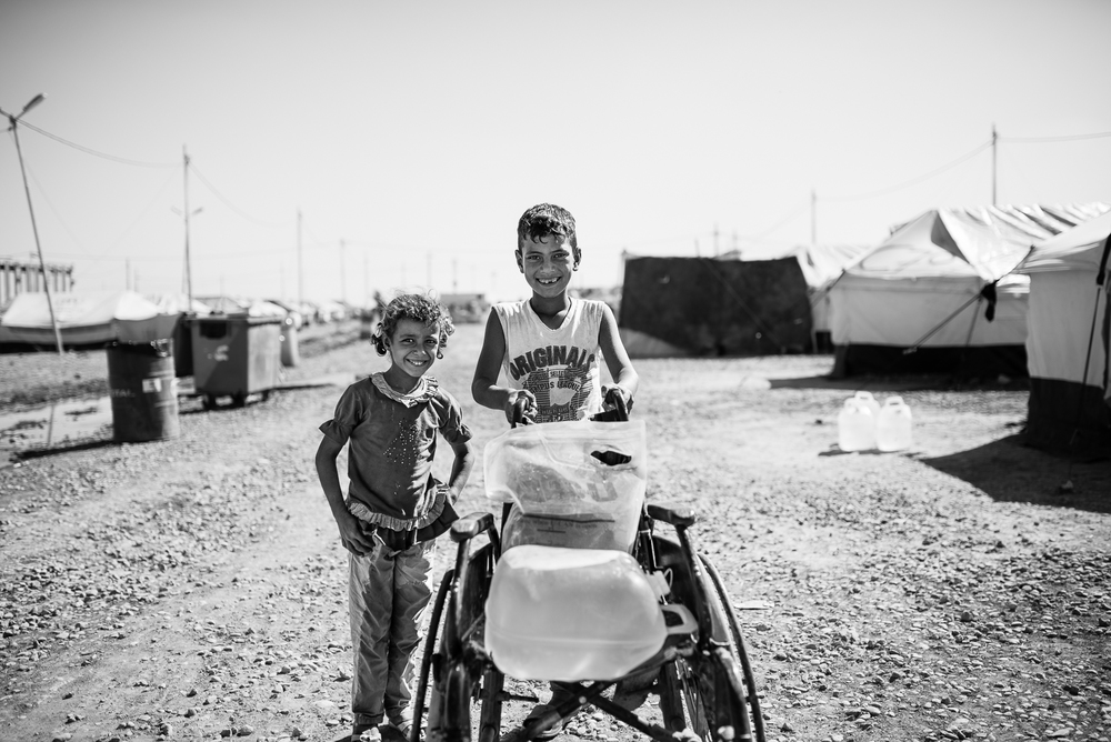 Carrying water inside the Erbil refugees camp