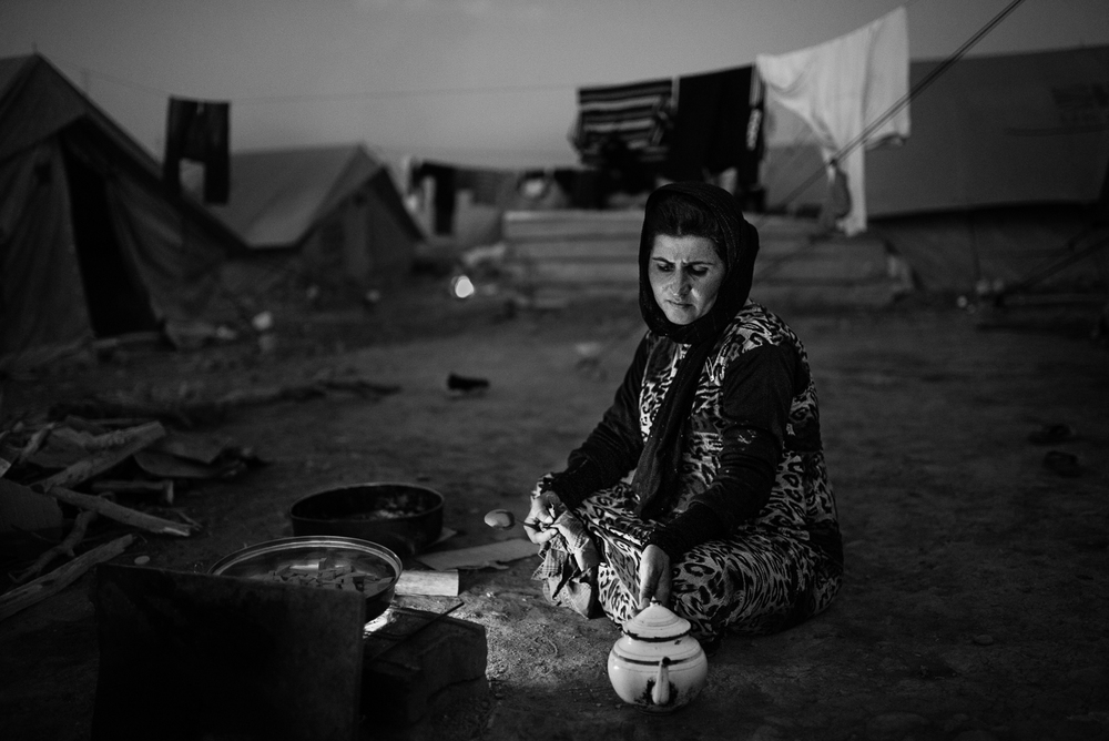 Mother preparing the dinner in the Zakho's refugees camp