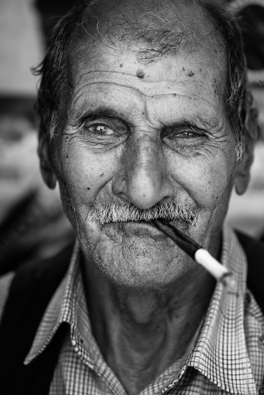 A man and his funny sigarette in Gaziantep. The video of this shot is  here
