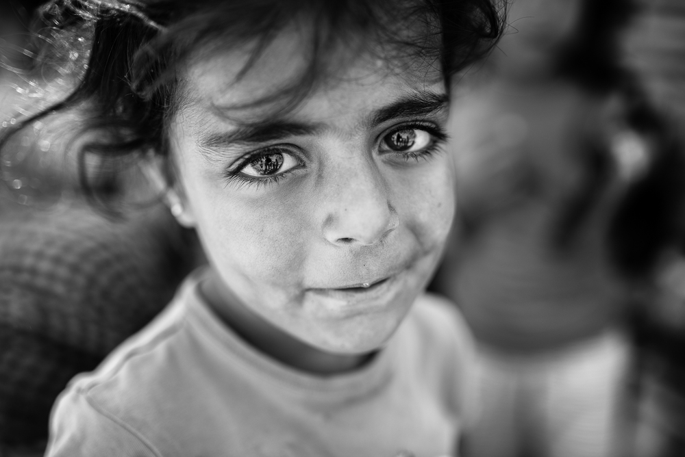 A Syrian little girl waiting to re-enter in Tal Abyad. The video of this photo is  here