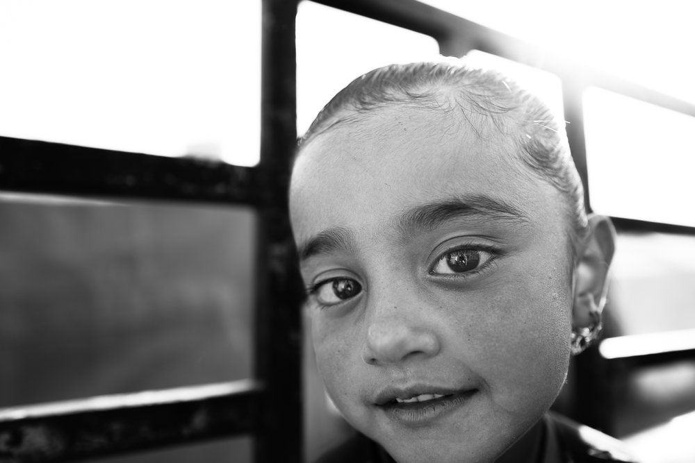 A little girl under the sun inside the Essian refugees, Iraq.