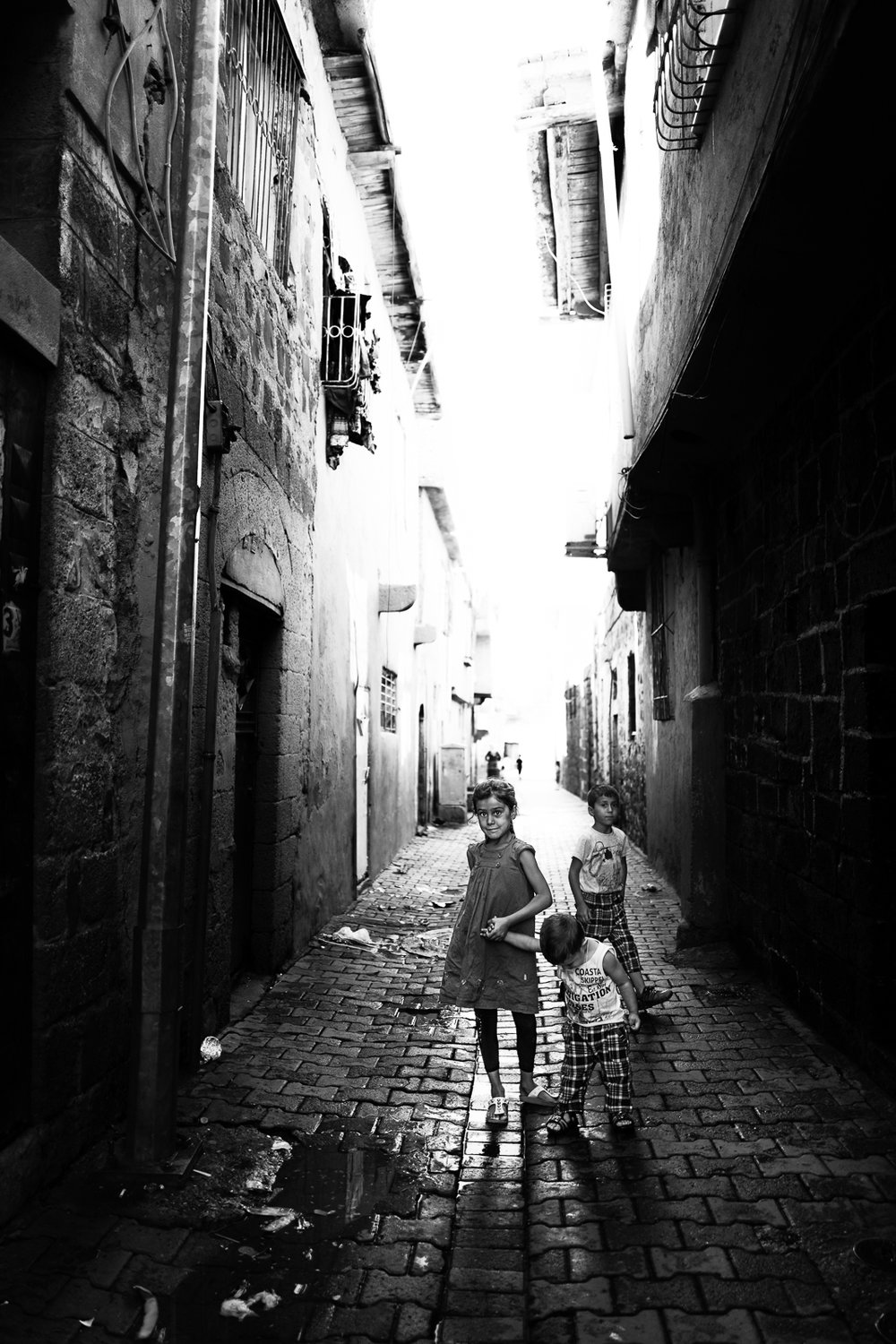 Children are playing in the Diyarbakir (Turkey) old city.