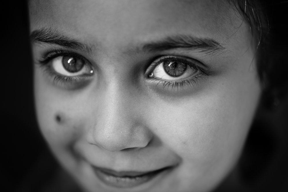 The gaze of a little kurdish girl in Amediye